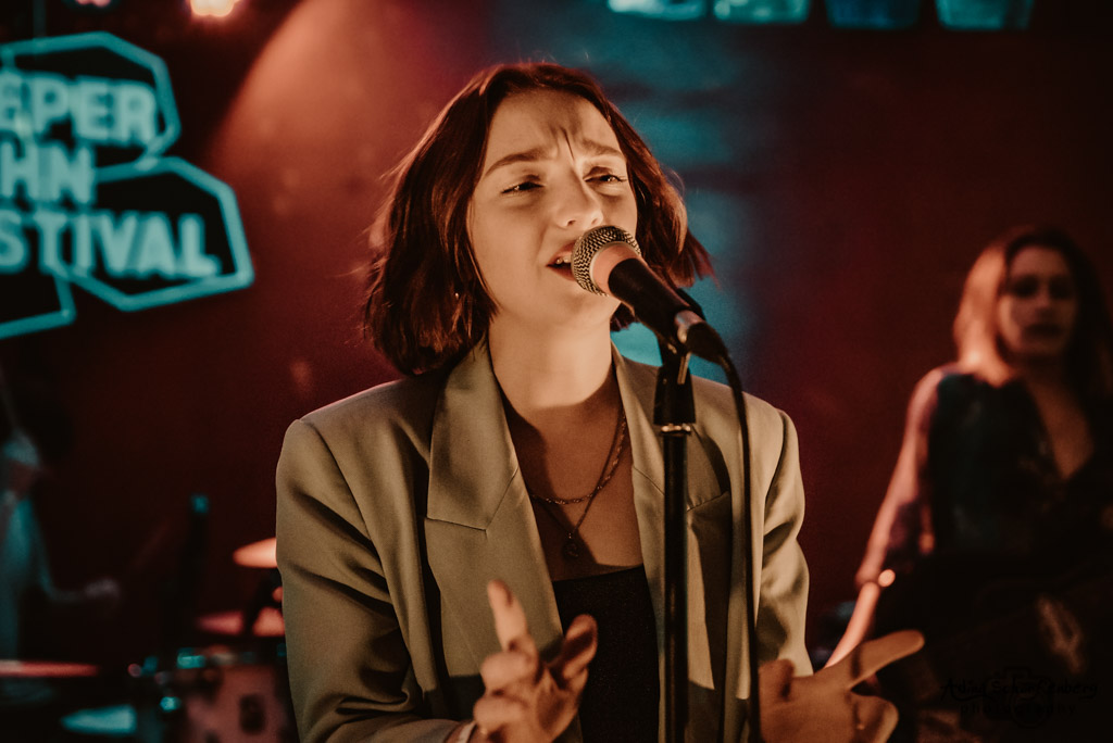 Sophie And The Giants at Molotow, Hamburg (2019)
